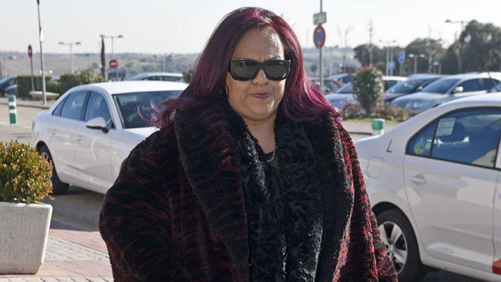 Edith Salazar llegando al Tanatorio