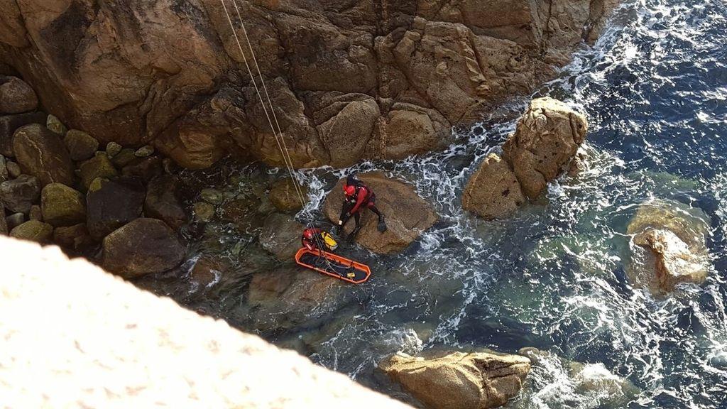 Bomberos de La Coruña rescatan un cuerpo en la zona de As Lagoas