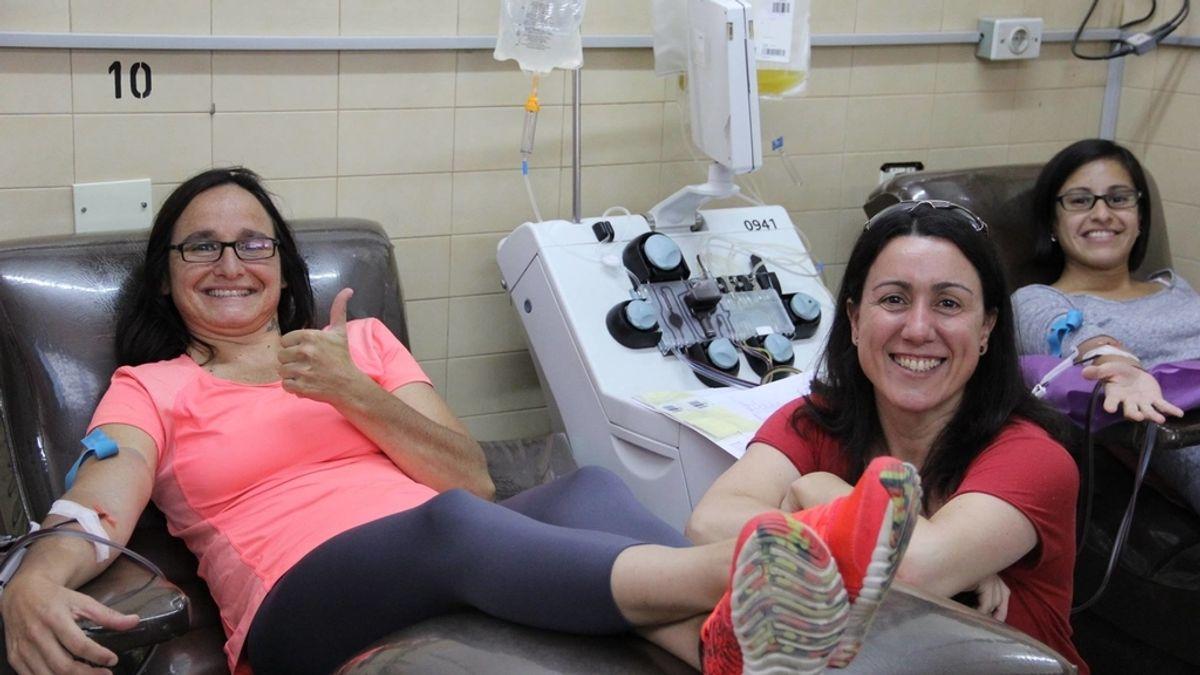Celebra su cumpleaños donado sangre con sus amigos