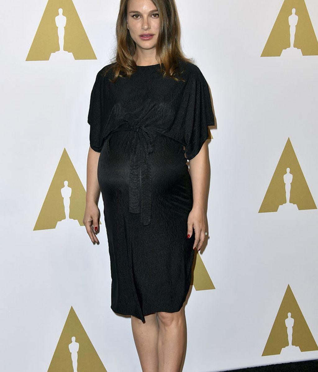 Natalie Portman eligió un vestido de Topshop y zapatos planos de Steve Madden