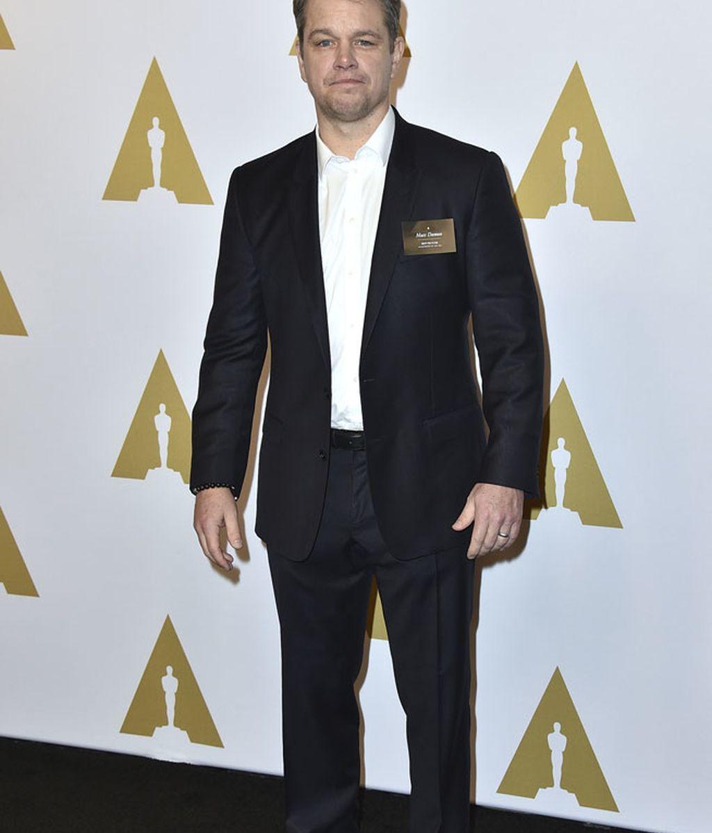 Matt Damon se decantó por la sencillez: traje negro y camisa blanca