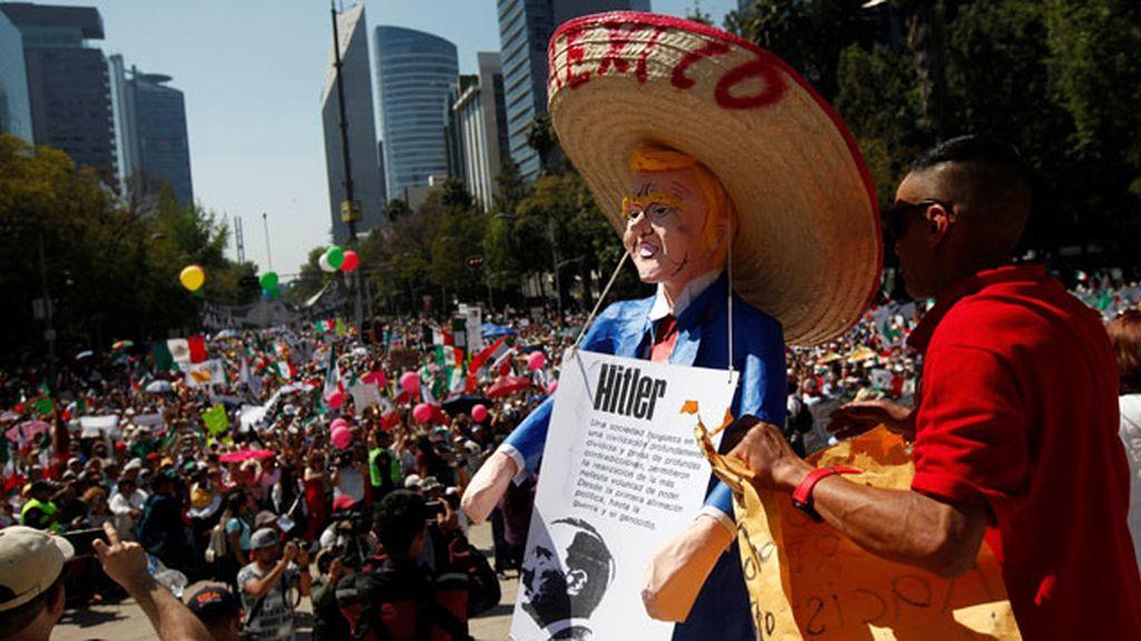 Miles de manifestantes protestan en México contra Trump y Peña Nieto