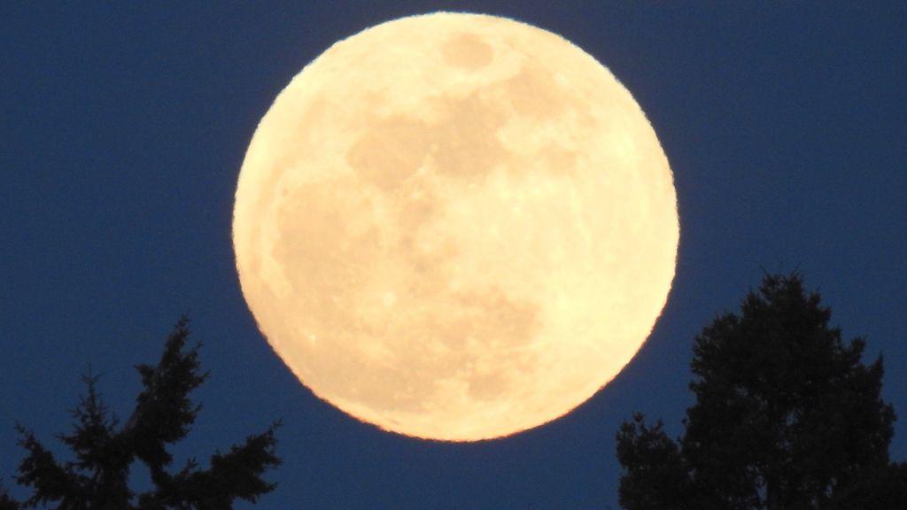 Luna de nieve vista desde España