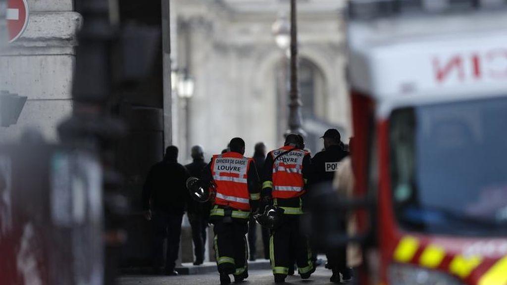 Ataque en el Louvre