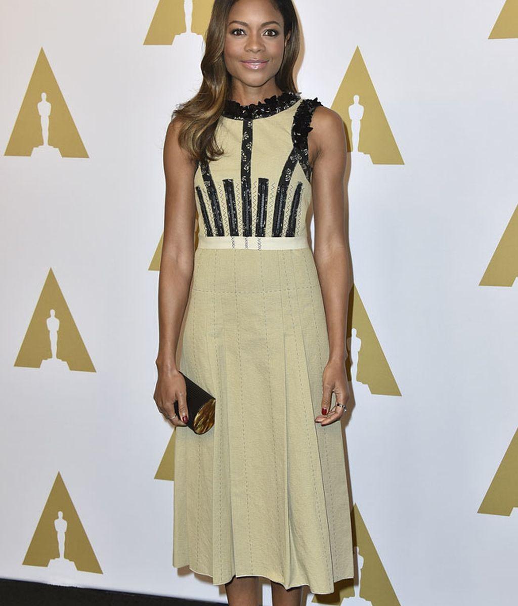 Naomie Harris también eligió un vestido de Bottega Veneta