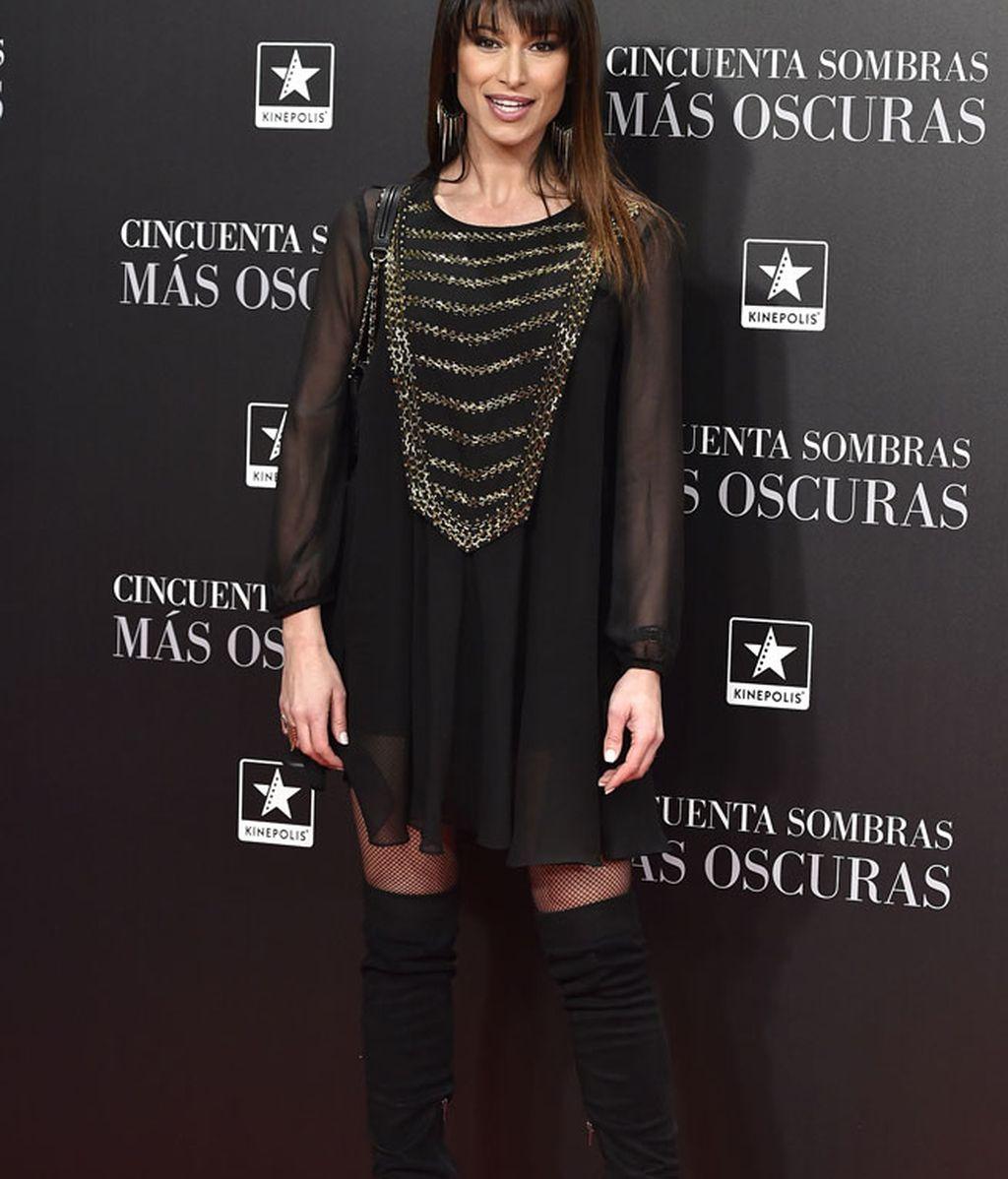 Sonia Ferrer, muy casual, con blusón y botas altas