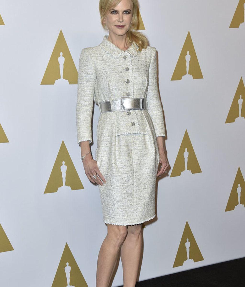 Nicole Kidman optó por un conjunto de chaqueta y falda de Chanel
