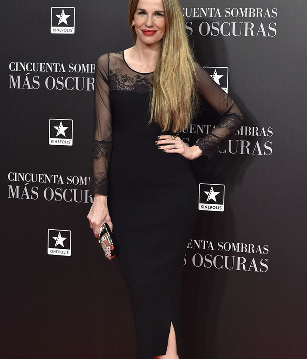 Carola Baleztena eligió un vestido negro con transparencias