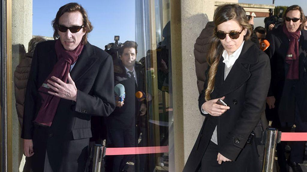 Fernando Gómez Acebo acompañado de su mujer
