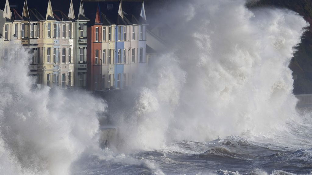 El mar británico enfurecido