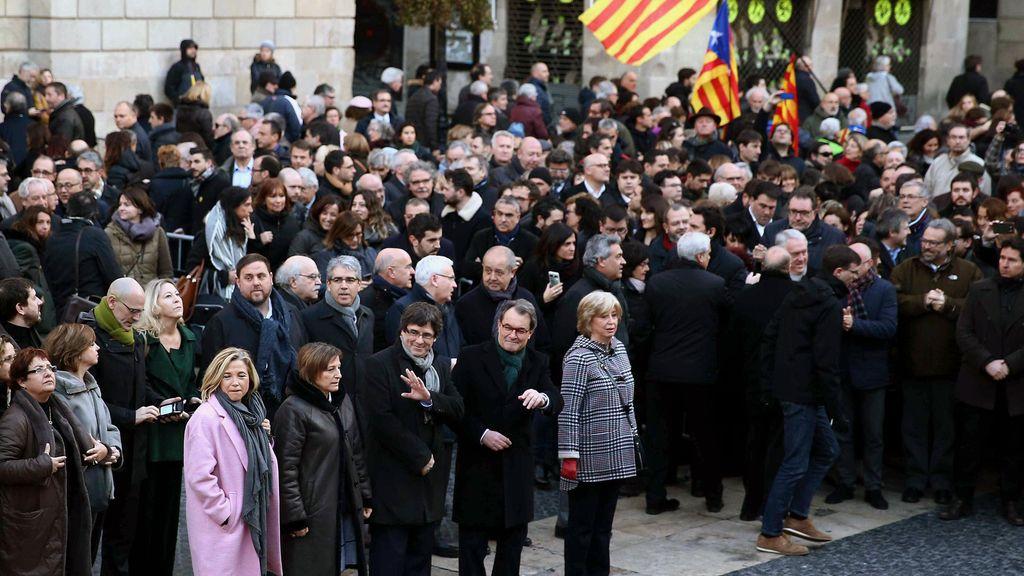 Puigdemont y el Govern acompañan a Mas, Ortega y Rigau hasta el TSJC
