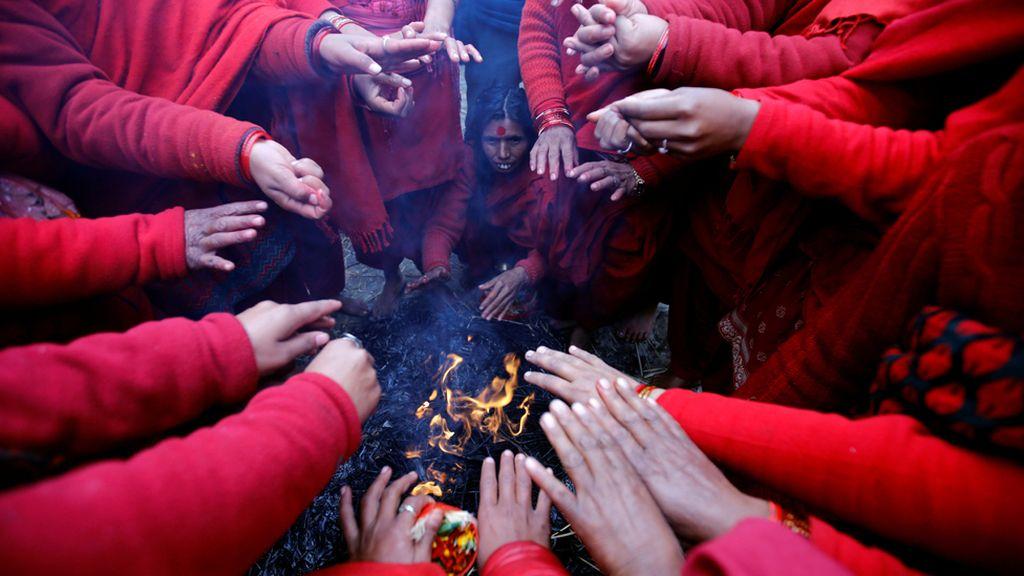 El festival nepalí en el río Triveni