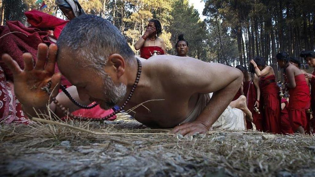 Nepal, ceremonia religiosa dedicada a Shiva