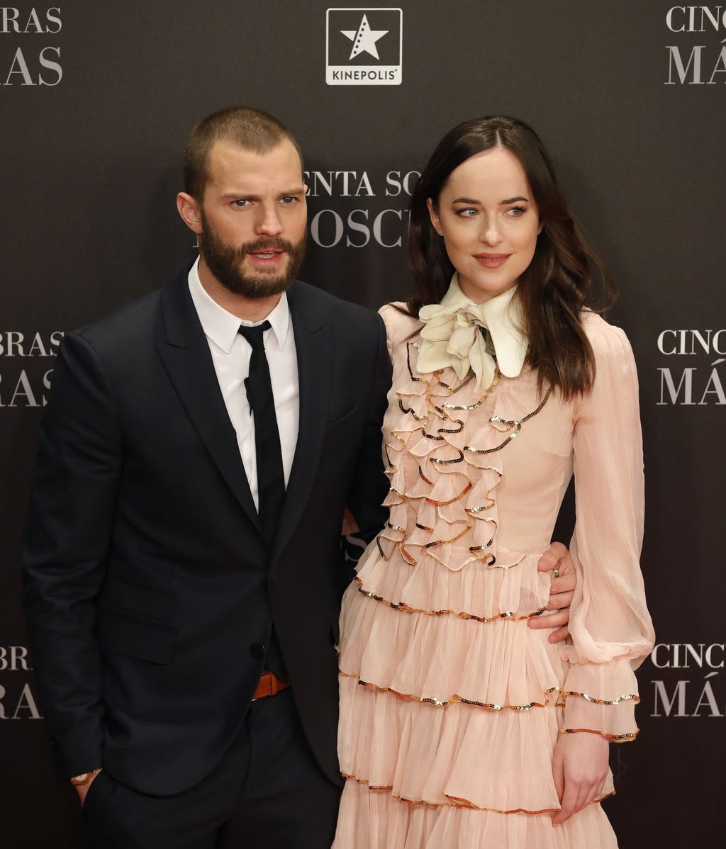 Jamie Dorman y Dakota Johnson posan en preestreno de 'Cincuenta sombras más oscuras'