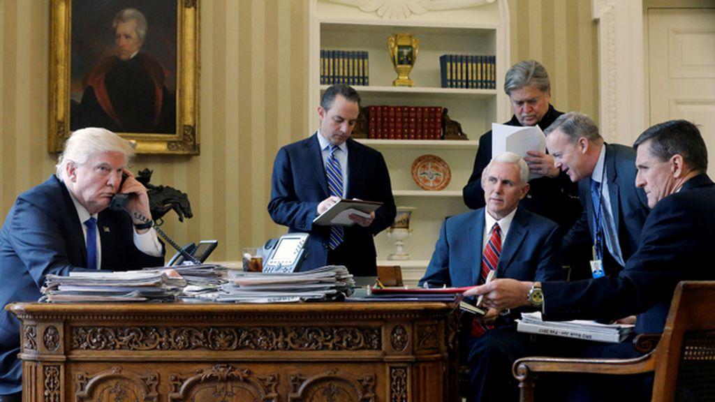 Trump llama desde el despacho oval al líder ruso, Vladimir Putin