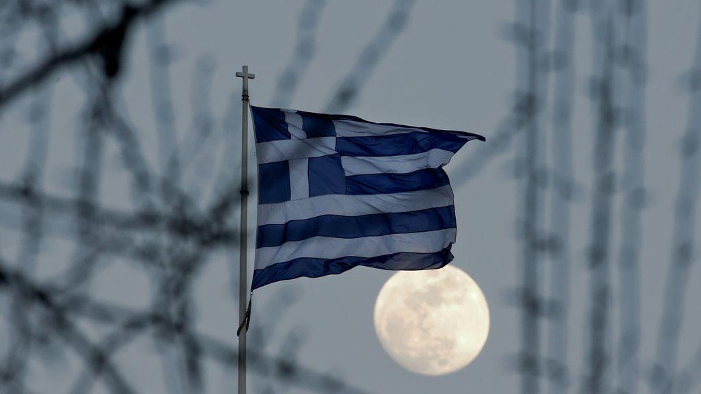 Luna de nieve vista desde Atenas (Grecia)