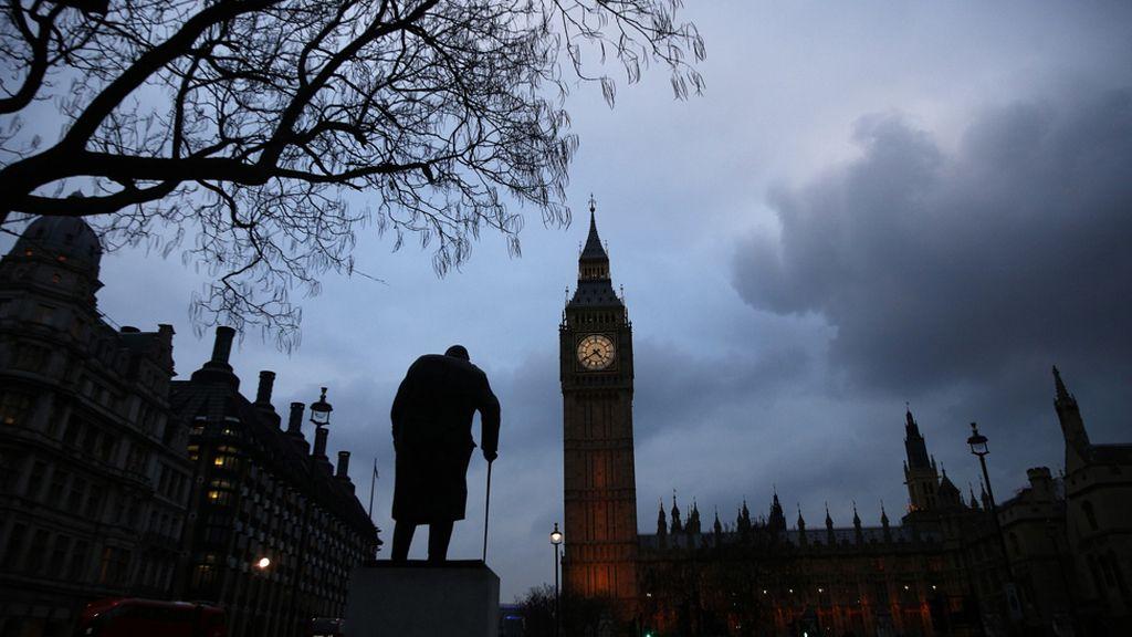 El anochecer cae sobre el Parlamento británico