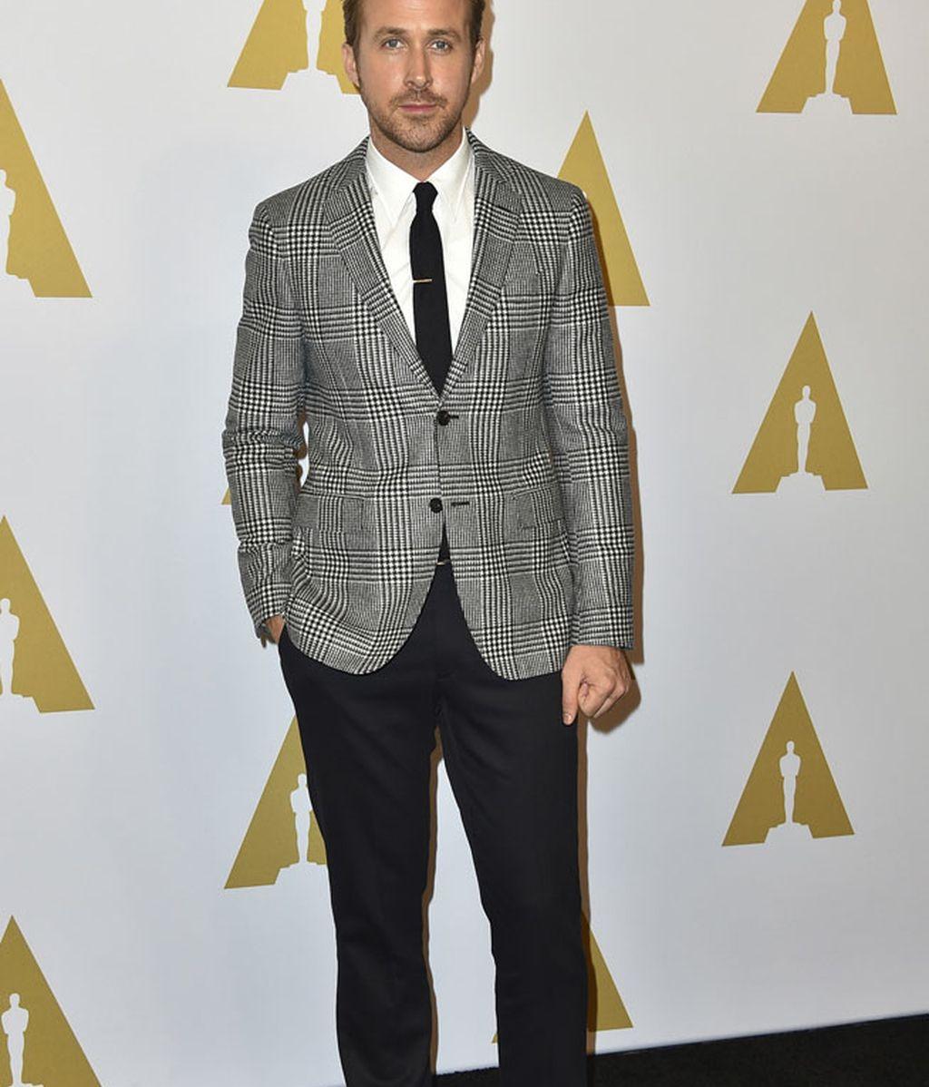Ryan Gosling versión 'gentleman': chaqueta de rayas y corbata
