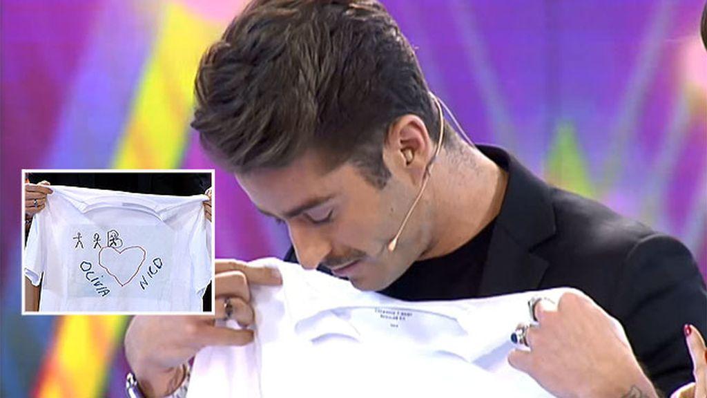 Pelayo Díaz se emociona con el regalo de sus sobris Olivia y Nico