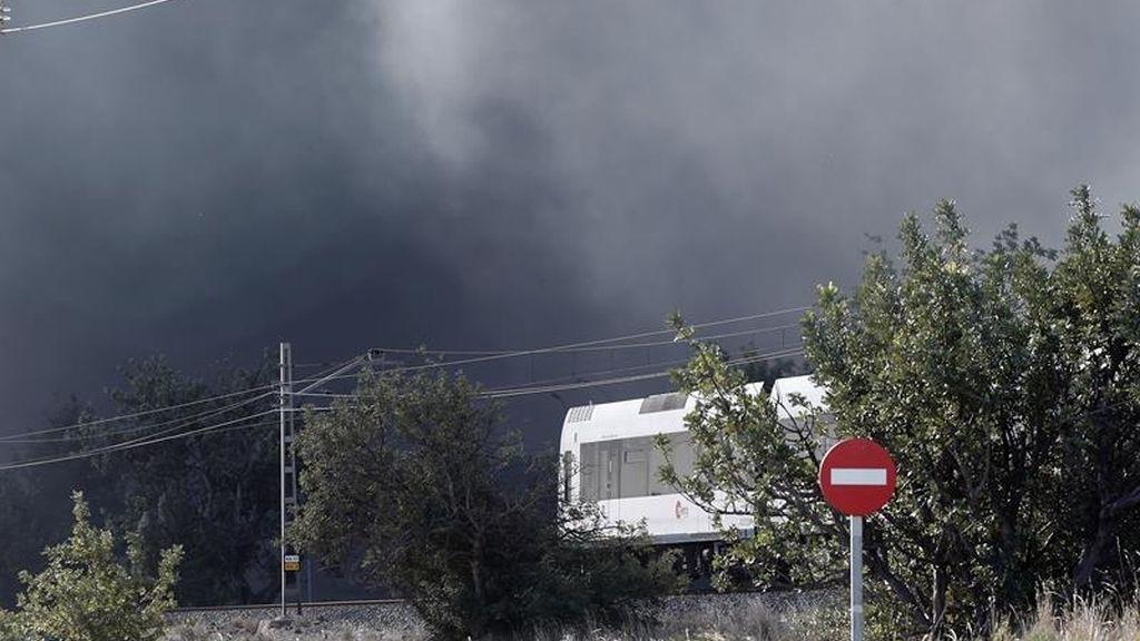Incendio en una nave en Paterna: Está perimetrado pero no controlado