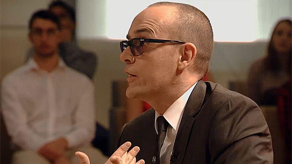 El presentador monta en cólera ante los ataques al sacerdote