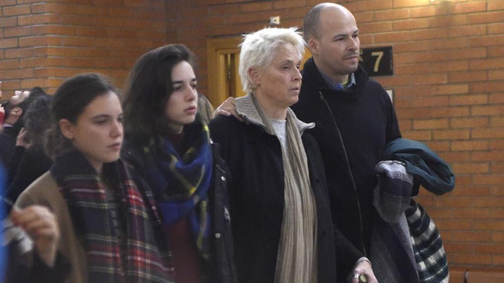 Dora Postigo, Lucía Dominguín y Olfo Bosé