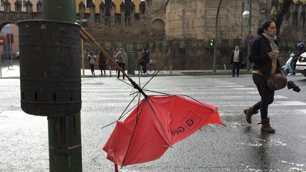 Avisos por viento, precipitaciones y olas en 45 provincias