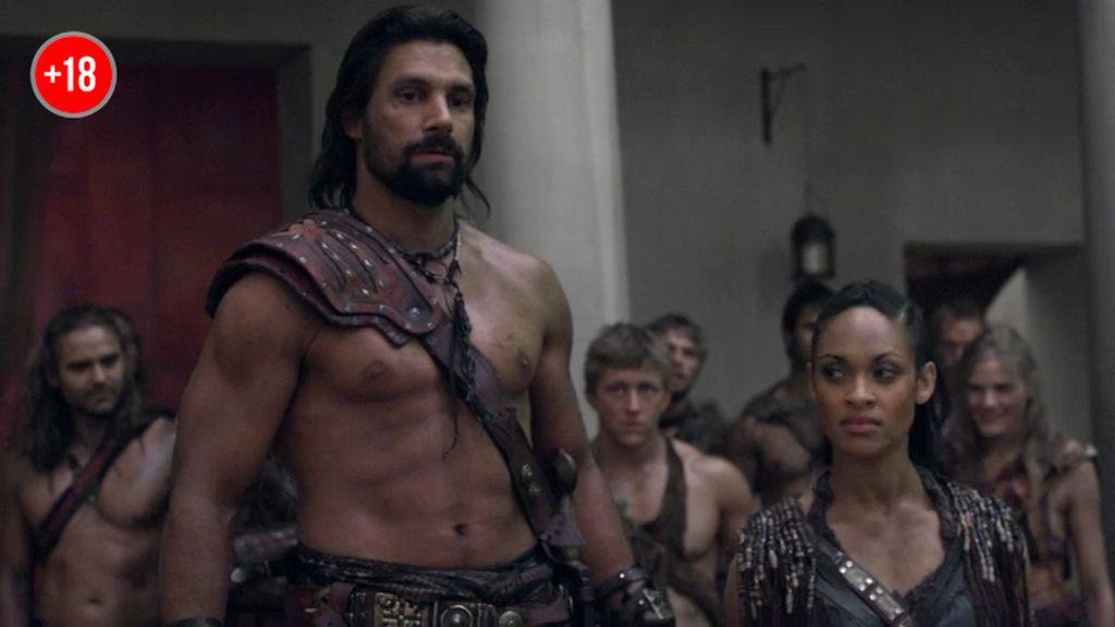 Los esclavos organizan una pelea a vida o muerte entre dos romanos
