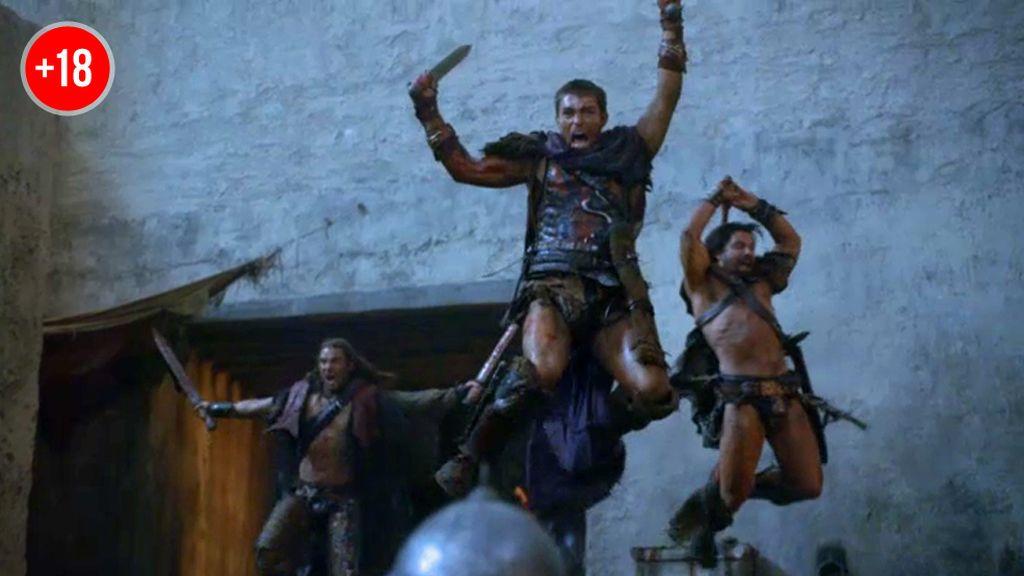 Espartaco, Crixus y Gannicus luchan juntos en una batalla épica