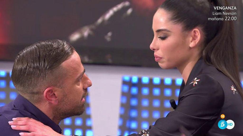 """Macarena se derrumba y Rafa se arrodilla ante ella: """"Pase lo que pase, te quiero"""""""