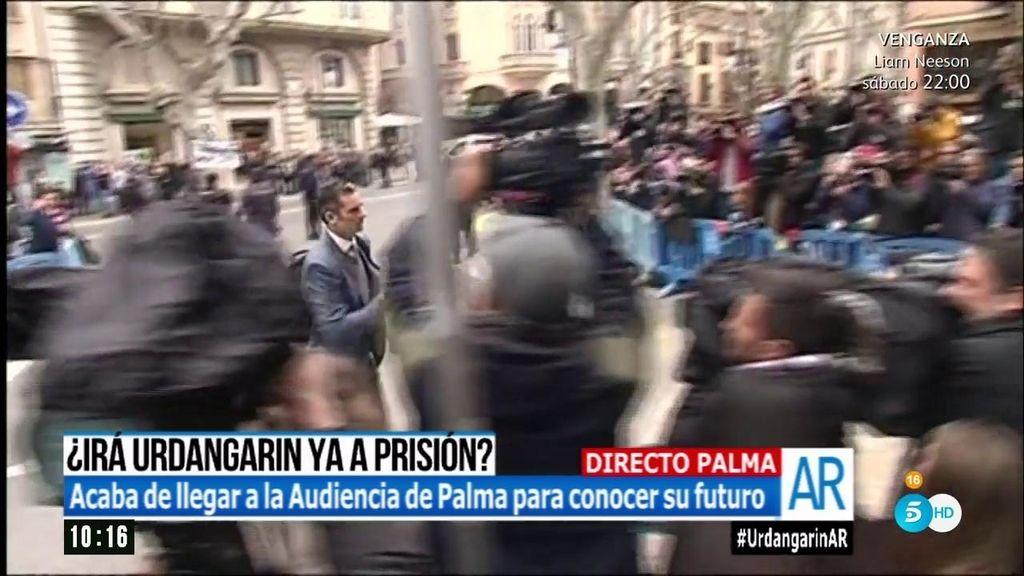 """Iñaki Urdangarín recibido en la Audiencia bajo el grito de """"chorizo, ladrón"""""""