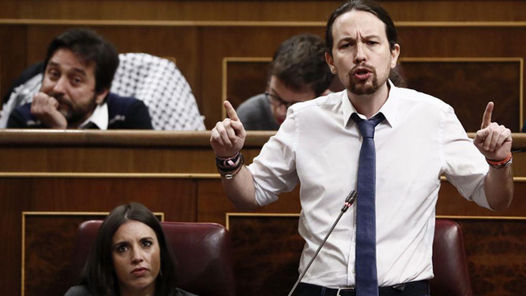 Iglesias firma el manifiesto catalán por un referéndum con garantías