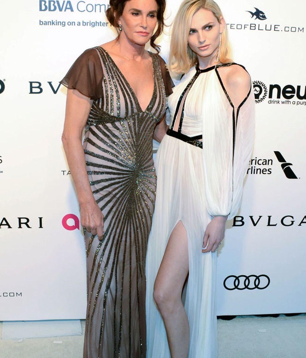 Caitlyn Jenner llevaba un vestido de lentejuelas y posó junto a Andrea Pejic