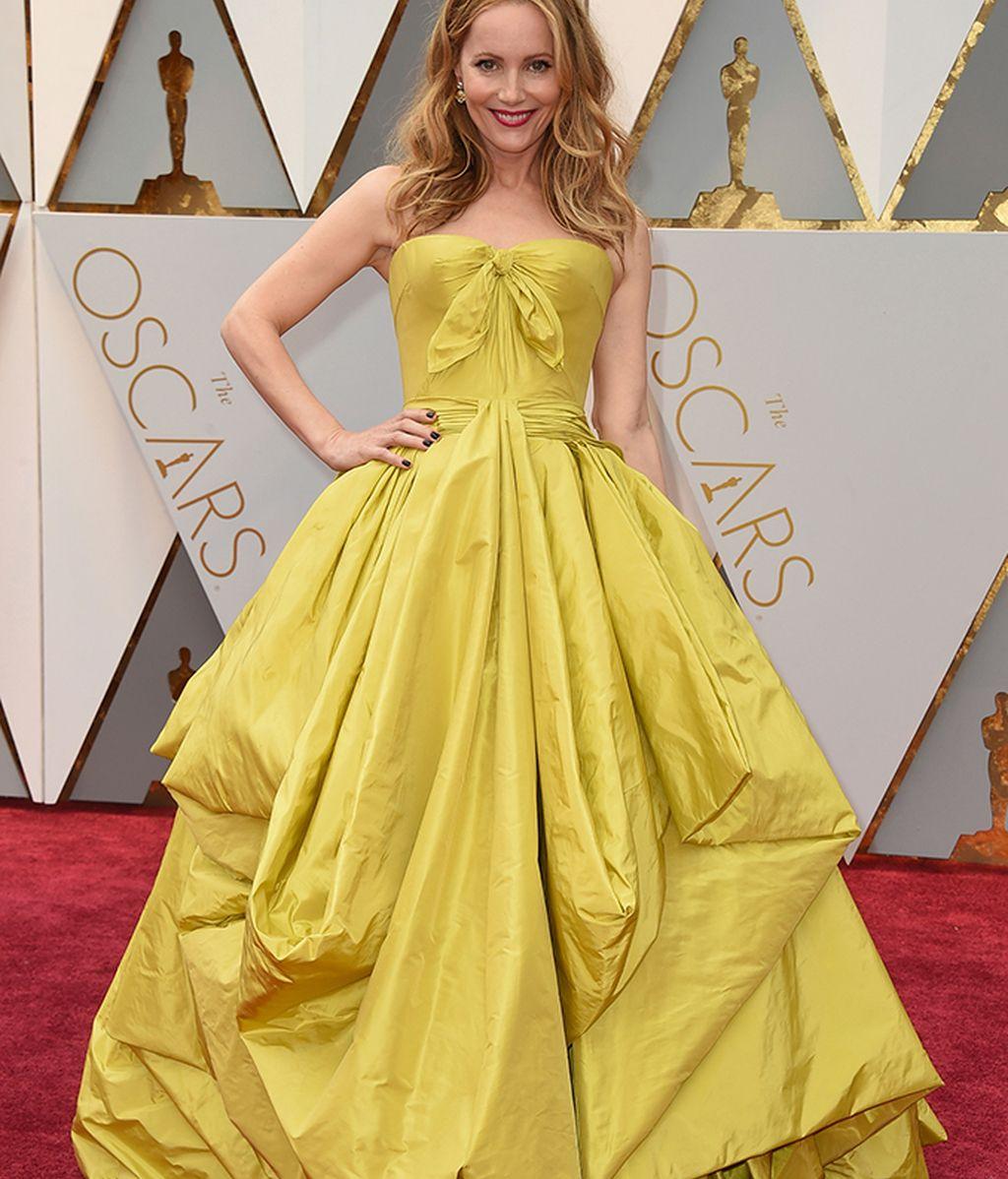 Leslie Mann con vestido de Zac Posen