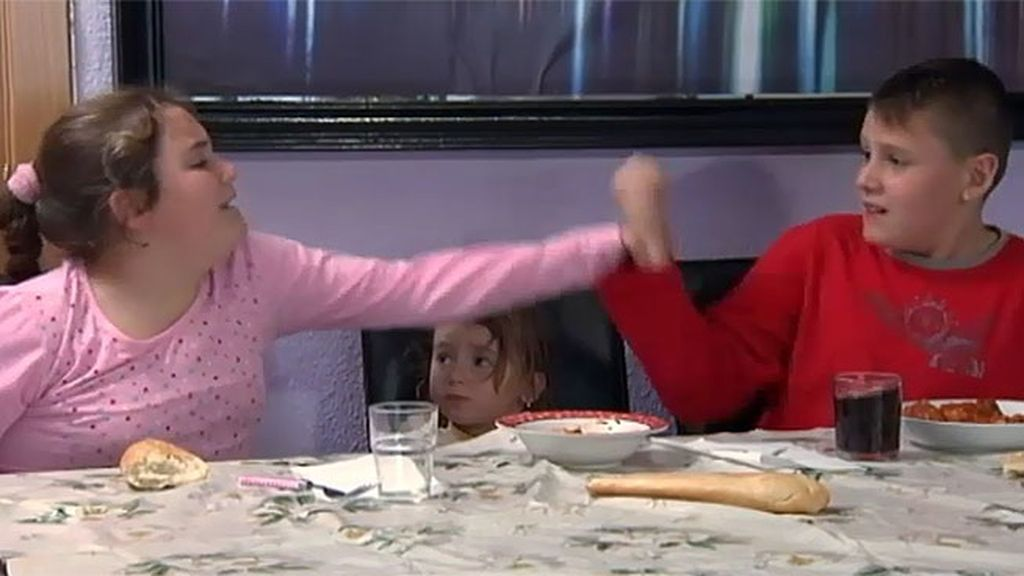 Julito y Aroa nunca toman a su madre en serio