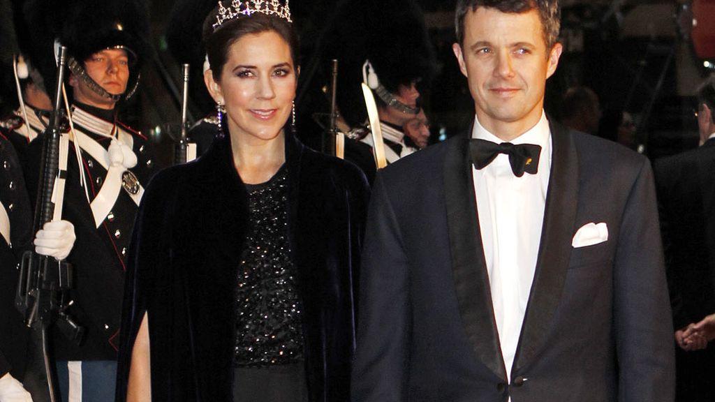 Los príncipes de Dinamarca Mary y Federico en su llegada al DR Concert Hall