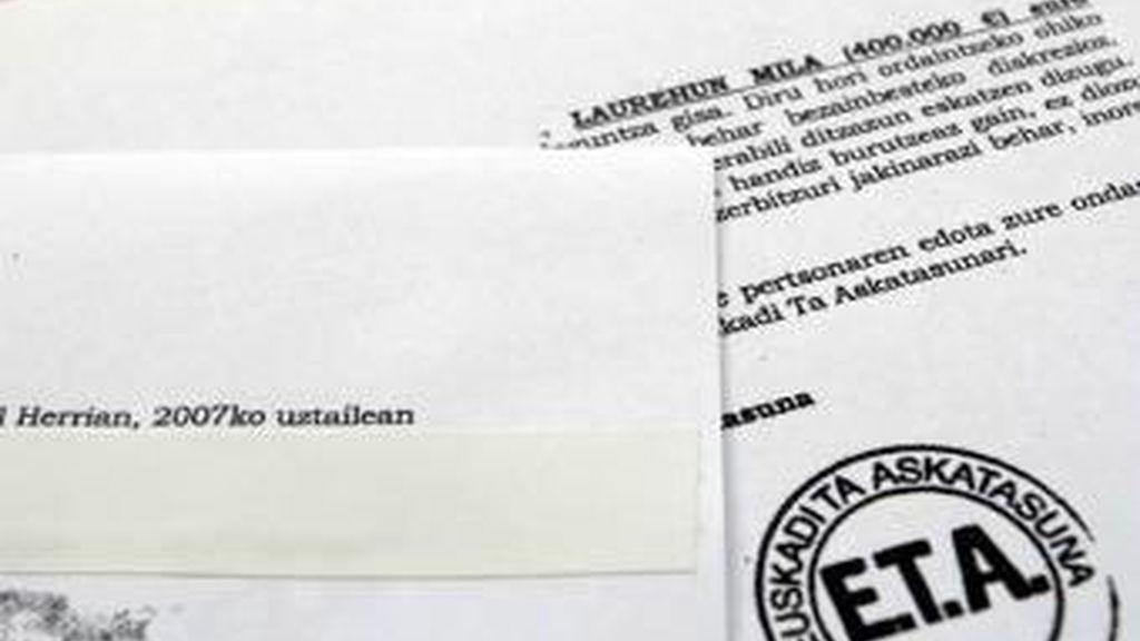 ETA anuncia el fin de la extorsión a empresarios.
