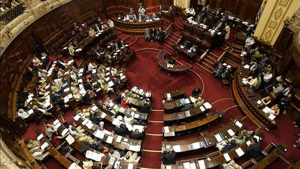 El nuevo proyecto de ley, aprobado de forma unánime por el Senado uruguayo, afecta también a los espacios docentes, tanto públicos como privados, y en estos casos relaciona la pena económica al salario del eventual culpable. EFE/Archivo
