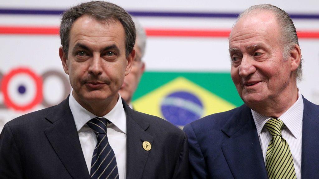 El rey Juan Carlos de España y el presidente del gobierno español José Luis Zapatero.