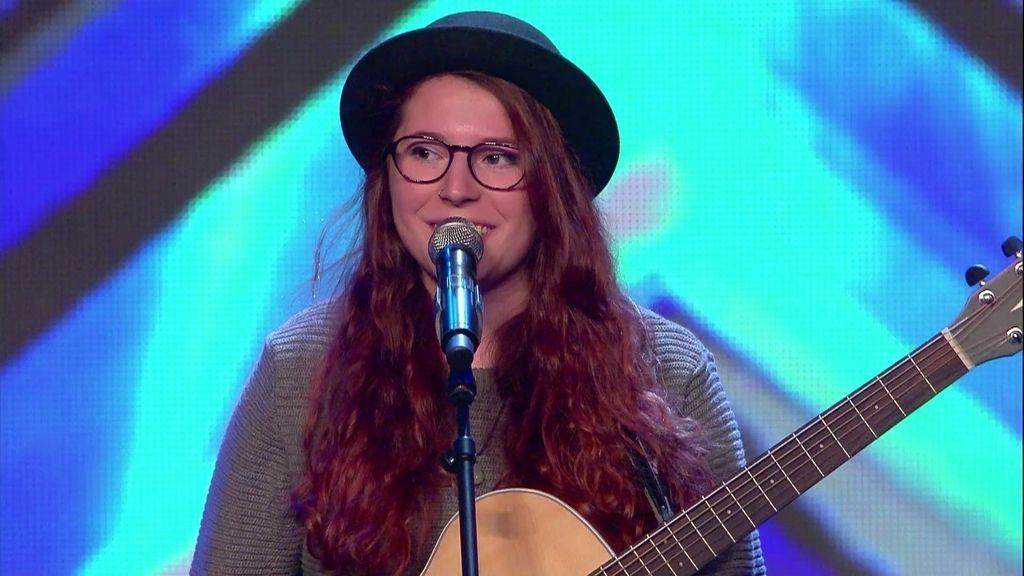 Eva consigue su objetivo: Transmitir con su música (a pesar de la guitarra)