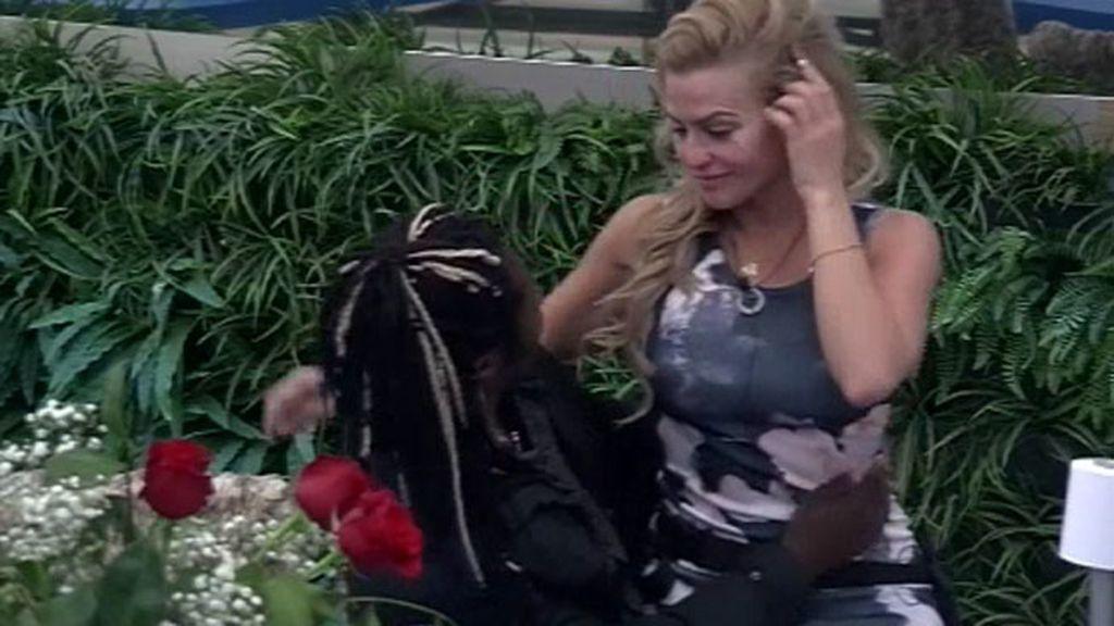 Chari llora por su ex. Coman le consuela