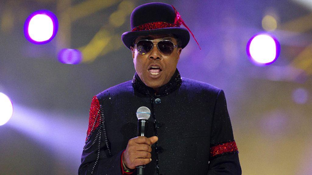 Los Jackson rinden tributo a Michael vestidos como él