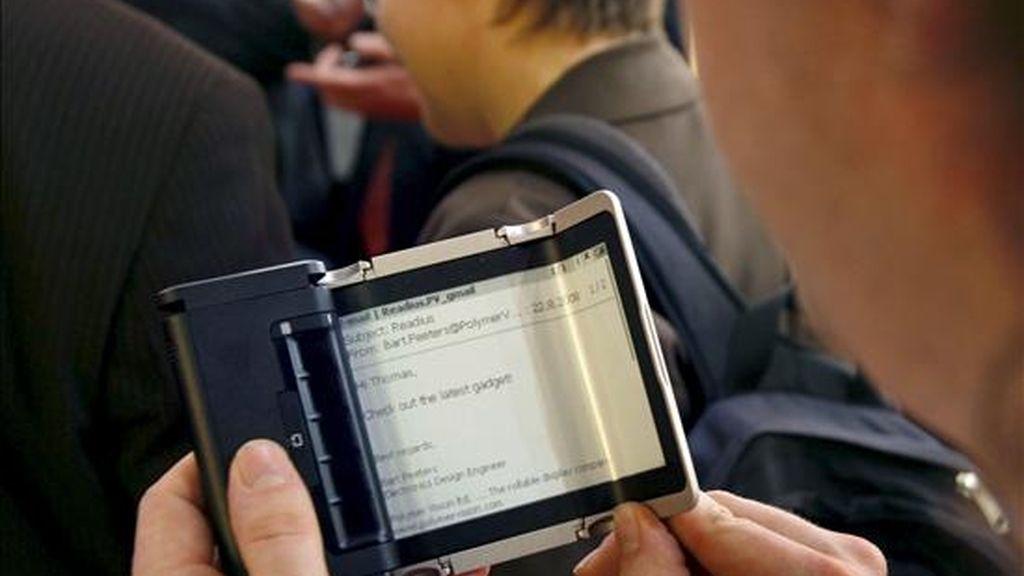 Los usuarios que apuesten por comprar los libros electrónicos podrán leerlos en Scribd.com y en sus ordenadores, así como en varios dispositivos digitales móviles. EFE/Archivo