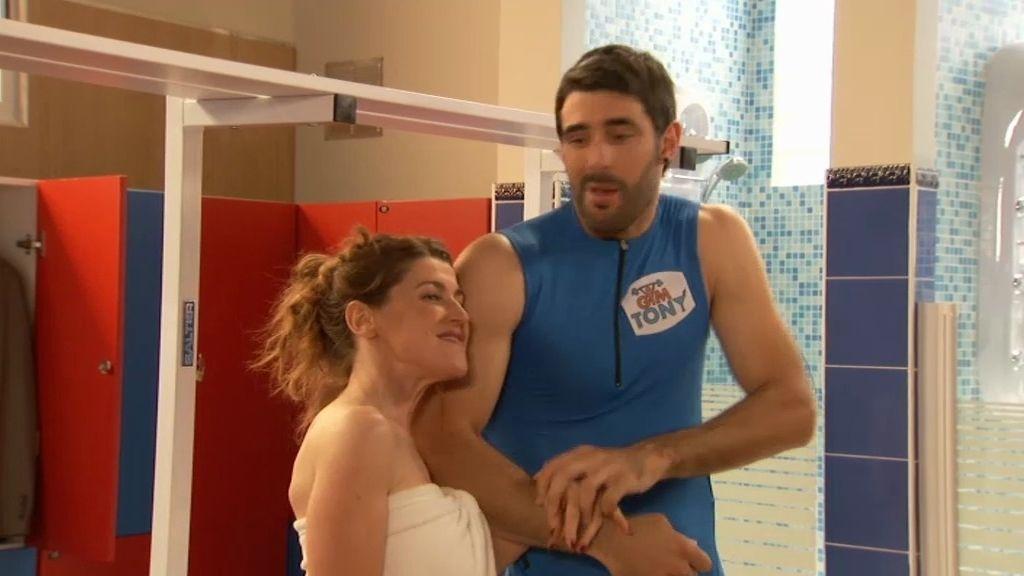 Pilar busca pareja para ir acompañada a la boda de su mejor amiga