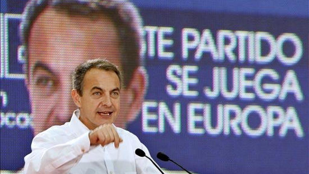 El presidente del Gobierno y secretario general del PSOE, José Luis Rodríguez Zapatero, durante su intervención el pasado 31 de mayo en la Fiesta de la Rosa y acto electoral celebrado en Barakaldo con motivo de los comicios electorales europeos del próximo día 7 de junio. EFE/Archivo