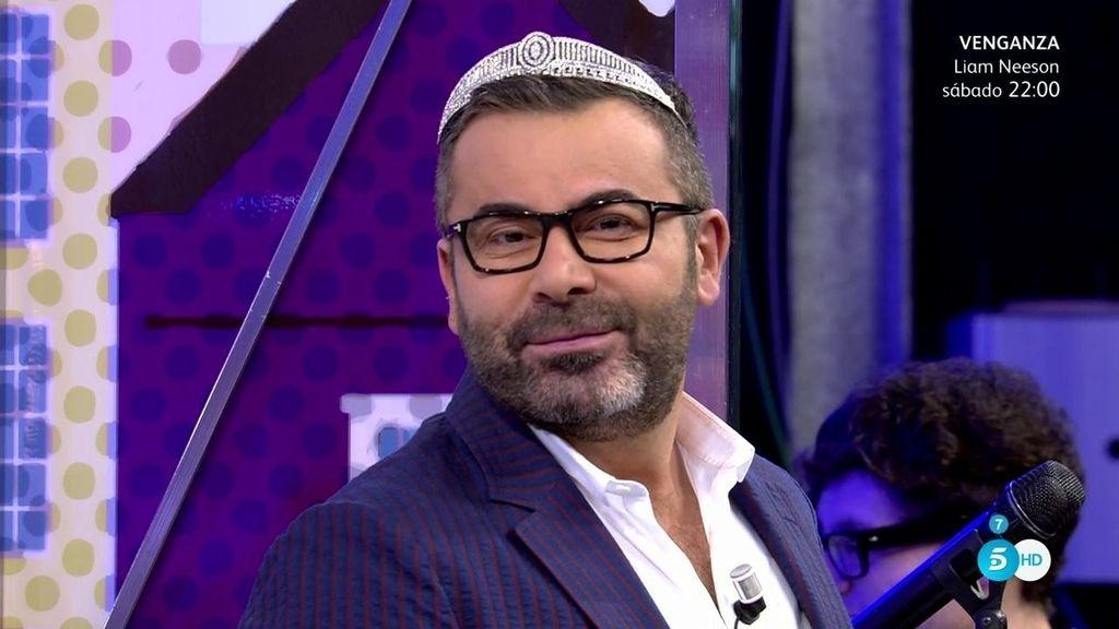 Jorge Javier no ha podido resistirse a probarse una de las joyas de la corona
