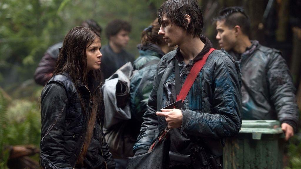 Un grupo de jóvenes delincuentes emprende la recolonización de la Tierra, en 'Los 100'