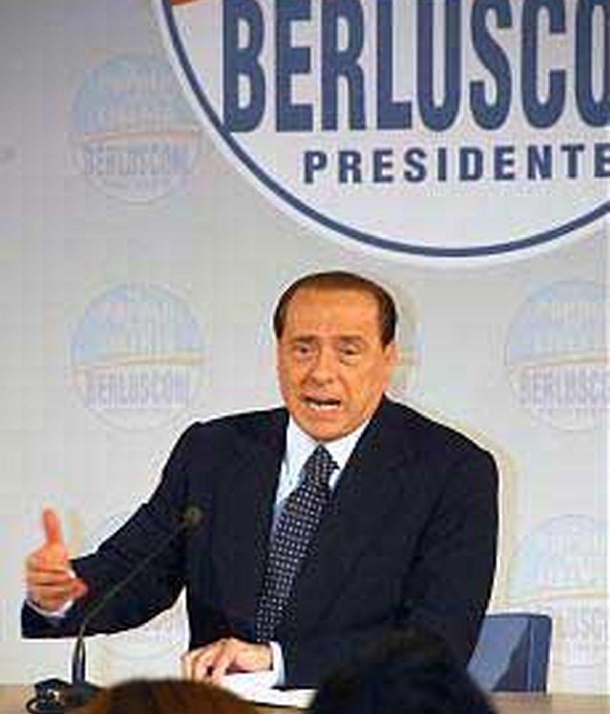 El primer ministro italiano, Silvio Berlusconi, investigado el uso que hace de los aviones de Estado. Foto 'La Repubblica.it'