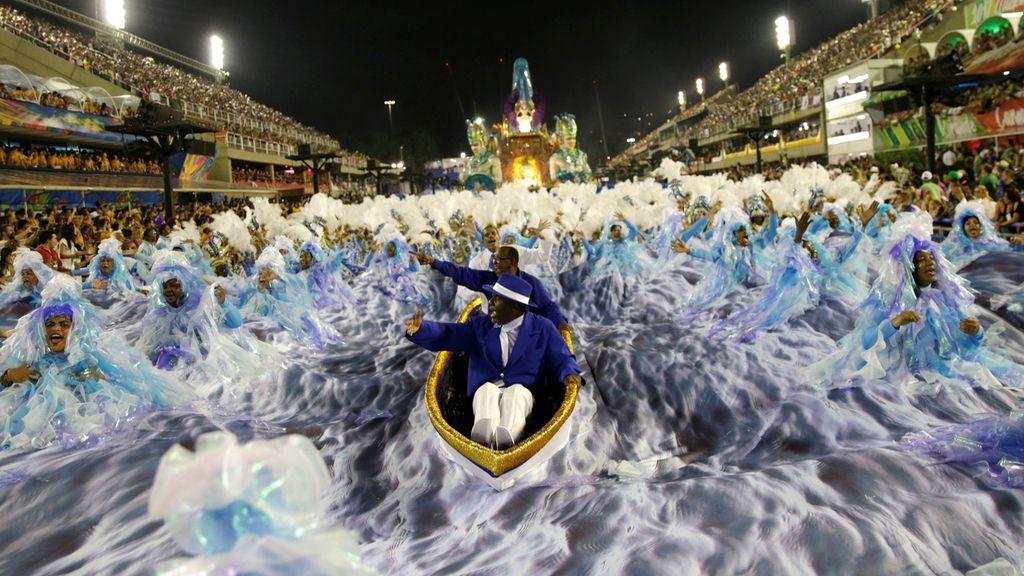 Surfeando en el carnaval de Río