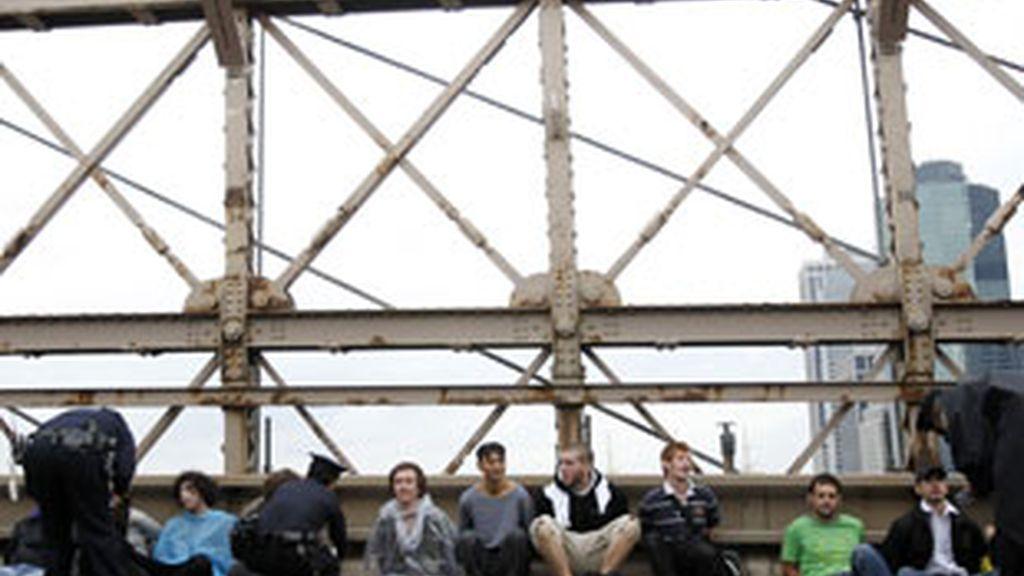 La policía detuvo a más de 700 personas por su participación en una marcha por el puente de Brooklyn. Vídeo: ATLAS.